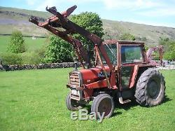 Massey Ferguson 565 tractor with power loader